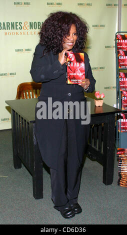 Oct. 15, 2003 - New York, New York, U.S. - K33471RM.CHAKA KHAN BOOK SIGNING AT BARNES AND NOBLE ROCKEFELLER CENTER - Stock Photo