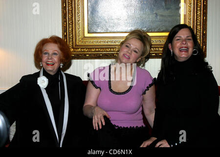 Jan. 21, 2004 - New York, New York, U.S. - K35060RM.ARLENE DAHL, CAROLINE RHEA AND MARCIA GAY HARDEN DISCUSS THEIR - Stock Photo