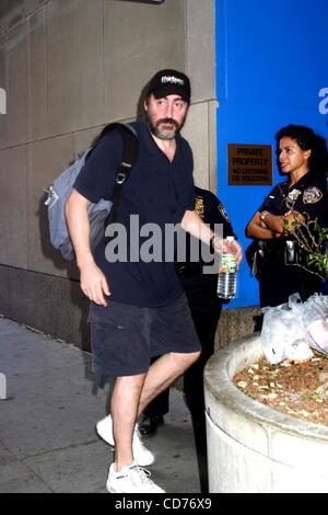 June 15, 2004 - New York, New York, U.S. - K37864ML.ALFRED MOLINA ON HIS WAY TO.''FIDDLER ON THE ROOF''..NEW YORK - Stock Photo
