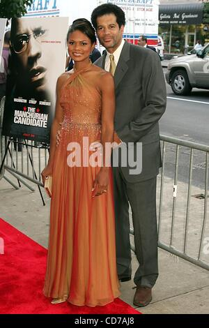 July 19, 2004 - New York, New York, U.S. - K38399RM.WORLD PREMIERE OF ''THE MANCHURIAN CANDIDATE'' AT CLEARVIEW - Stock Photo