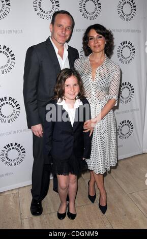 Jennifer Grey With Clark Gregg And Daughter Stella Gregg