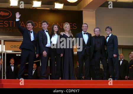 May 15, 2011 - Cannes, France - ( L-R) Director MICHEL HAZANAVICIUS, MISSI PYLE, BERENICE BEJO, JEAN DUJARDIN attend - Stock Photo