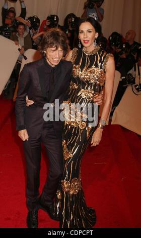 May 2, 2011 - New York, New York, U.S. - Singer MICK JAGGER and L'WREN SCOTT attend the 'Alexander McQueen - Savage - Stock Photo
