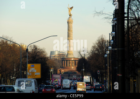 BERLIN, GERMANY. A dawn view of the recently restored Siegessaule (Victory Column) on Grosser Stern in the Tiergarten. - Stock Photo