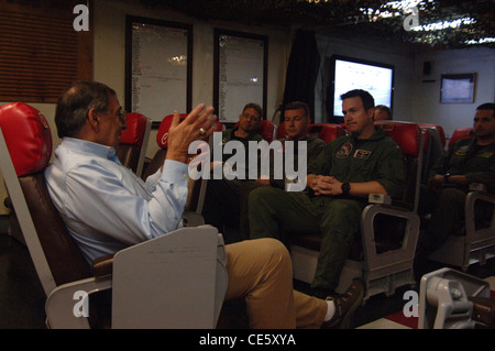 US Secretary of Defense Leon E. Panetta speaks to pilots assigned to the Checkmates of Strike Fighter Squadron 211 - Stock Photo