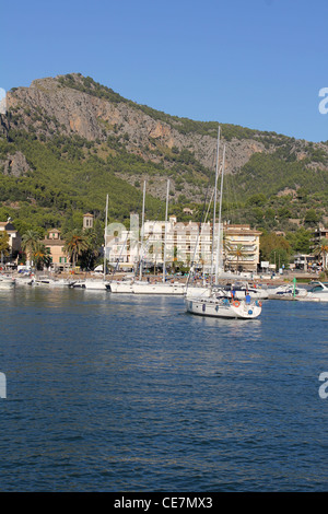 Scene - with sailing yacht entering Puerto Soller / Port of Soller, North West Mallorca / Majorca, Balearic Islands - Stock Photo