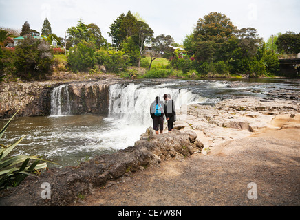 A couple looking at the Haruru Falls, Waitangi River, Northland, North Island, New Zealand. - Stock Photo