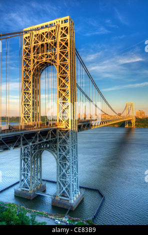 George Washington Bridge spanning the Hudson River from New York to New Jersey - Stock Photo