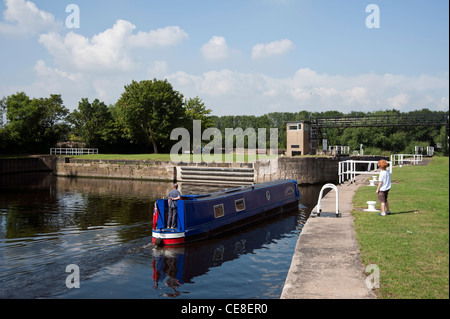 Castleford lock on the Aire and Calder canal - Stock Photo
