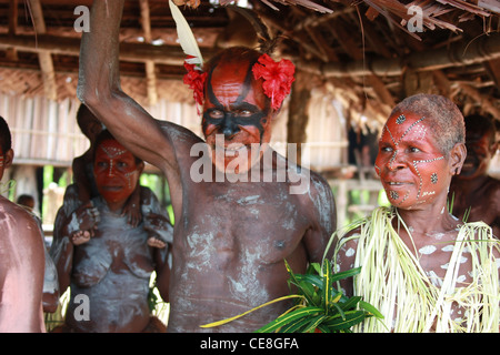 Tribal family from Papua New Guinea living on the Karawari River - Stock Photo