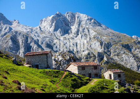 The small village of Majada la Terenosa, near Naranjo de Bulnes in the Picos de Europa - Stock Photo