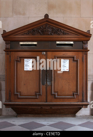 Old-fashioned, wooden post box at the entrance to The Royal Academy of Arts, Piccadilly, London, England. - Stock Photo