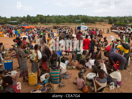 Sellers And Buyers On Key Afer Market Omo Valley Ethiopia - Stock Photo