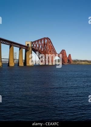 dh Forth Railway Bridge FORTH BRIDGE LOTHIAN Victorian Cantilever steel granite bridge Firth of Forth river scotland