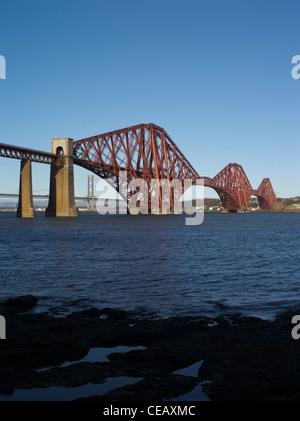 dh Forth Railway Bridge FORTH BRIDGE LOTHIAN Victorian Cantilever steel granite bridge Firth of Forth river scotland uk