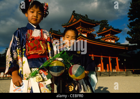 A seven-year-old girl and her five-year-old brother after their shichi-go-san ritual in the Heian Jingu shrine, - Stock Photo