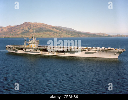 A starboard bow view of the nuclear-powered aircraft carrier USS CARL VINSON (CVN 70) arriving in port with crew - Stock Photo