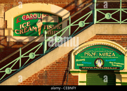 Beach front steps and arches on Brighton seafront. - Stock Photo