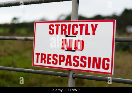 Sign on a farm gate warning 'Strictly No Trespassing' - Stock Photo
