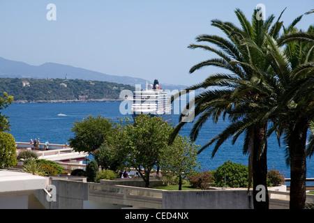 Cunard cruise liner Queen Elizabeth at Monte Carlo, Monaco - Stock Photo