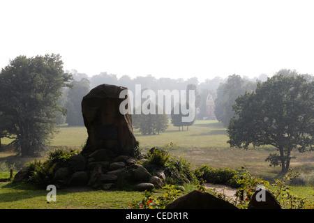 Bad Muskau, Landschaftspark (Park Muzakowski), Blick vom Pücklerstein über die Neiße auf die deutsche Seite - Stock Photo