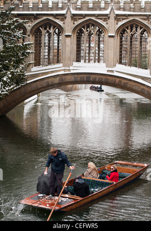 A punt comes under snowball attack at the Bridge of Sighs, St Johns College, Cambidge University, England. - Stock Photo
