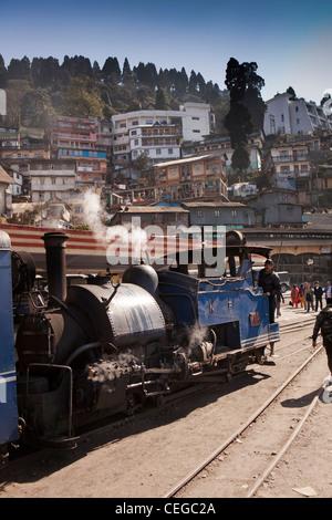 India, West Bengal, Darjeeling Himalayan Mountain Railway train arriving in station - Stock Photo