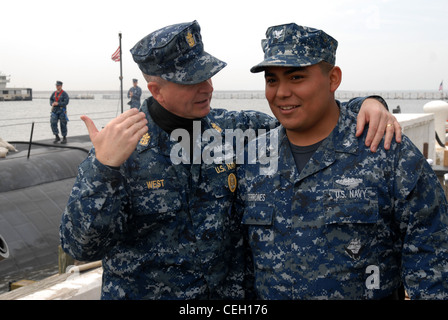Master Chief Petty Officer of the Navy Rick D. West speaks with Logistics Specialist 3rd Class David Terrones, from - Stock Photo