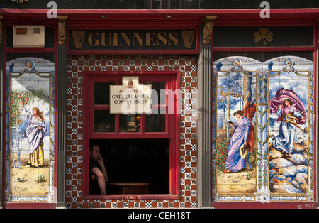 one of Madrid's traditional tiled tavernas and tapas bars. South of the Plaza Mayor, central Madrid. Spain - Stock Photo