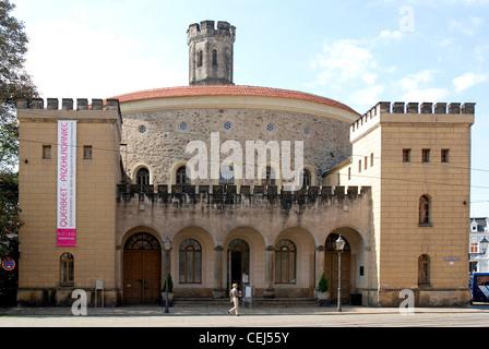 Municipal theatre of Goerlitz at the Deminaniplatz with the Bastion Kaisertrutz in the background. - Stock Photo
