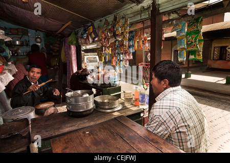 India, West Bengal, Ghoom, small momo stall beside Railway Station - Stock Photo
