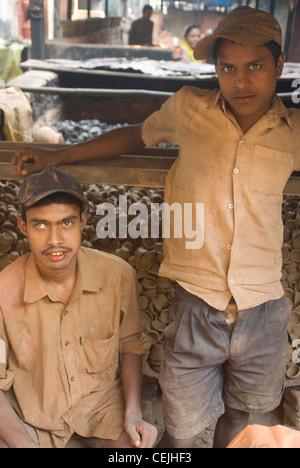 Migrant workers in Mumbai, Maharashtra - Kumbharwada, Dharavi - Stock Photo