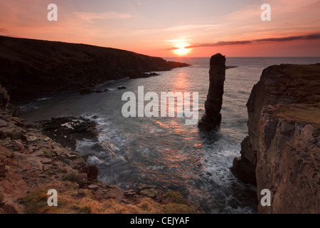 Winter sunset at Yesnaby sea stack, Orkney - Stock Photo