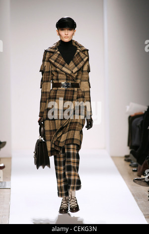 Anne Klein New York Ready to Wear Autumn Winter Model wearing camel and brown check tartan three quarter length - Stock Photo