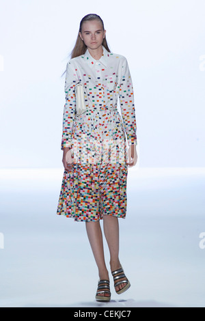 Anne Klein New York Ready to Wear Spring Summer Model long blonde hair wearing white shirt dress multicoloured mosaic - Stock Photo