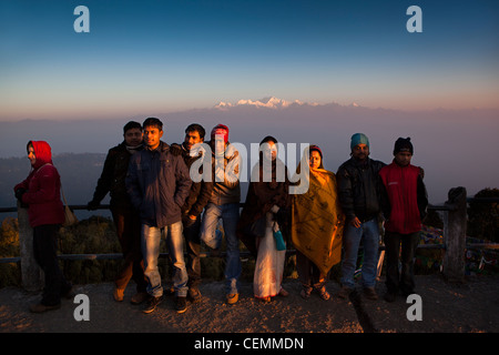 India, West Bengal, Darjeeling, Tiger Hill, Indian tourists posing in front of Kangchenjunga at dawn - Stock Photo