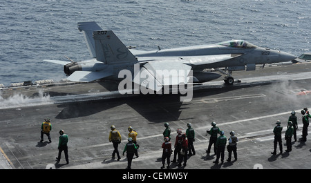 ARABIAN SEA (Feb. 16, 2012) An F/A-18E Super Hornet assigned to the Kestrels of Strike Fighter Squadron (VFA) 137 - Stock Photo