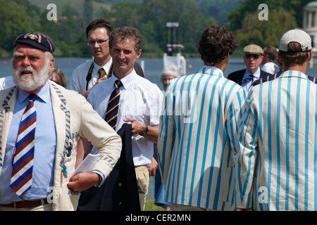 Rowing club members making their way along the riverside path at the annual Henley Royal Regatta. - Stock Photo