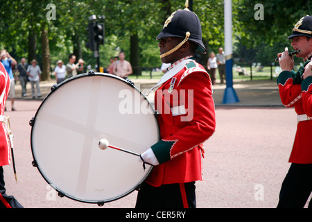 A military band parades down the Mall near to Buckingham Palace. - Stock Photo
