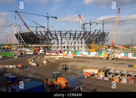 London 2012 Olympic stadium under construction in Stratford. - Stock Photo