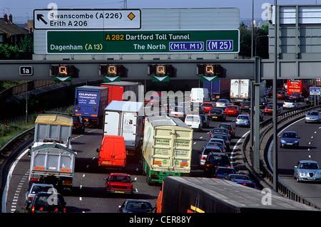 Traffic congestion on the M25 motorway at Dartford. - Stock Photo