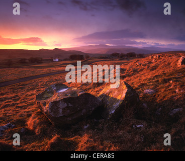 The view towards Winskill Farm from Winskill Stones near Settle in the Yorkshire Dales National Park.  Smeasett - Stock Photo