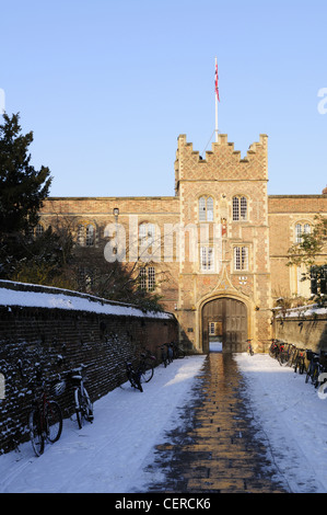 Snow covering the path leading to Jesus College Gatehouse in winter. - Stock Photo