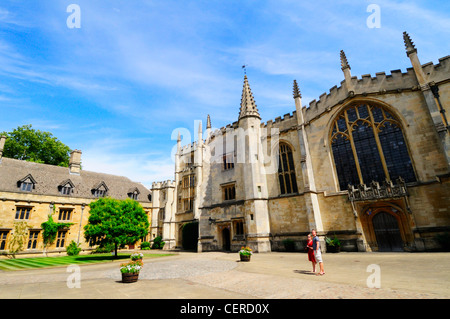 A couple sightseeing in St John's Quad outside the Chapel, Founder's Tower and Presidents Lodgings at Magdalen College, - Stock Photo