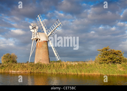 Turf Fen drainage mill on the River Ant in the Norfolk Broads. - Stock Photo