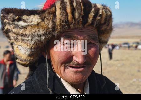 Kazakh eagle hunter in the Altai Region of Bayan-Ölgii in Western Mongolia - Stock Photo