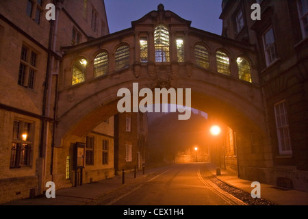 The Hertford College Bridge of Sighs in Oxford before sunrise. - Stock Photo