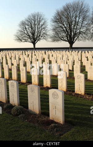 Headstones of First World War soldiers at Cabaret-Rouge British Cemetery at Souchez, France. - Stock Photo