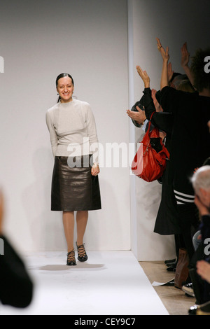 Anne Klein New York Ready to Wear Autumn Winter Fashion designer Isabel Toledo wearing brown leather skirt, beige - Stock Photo