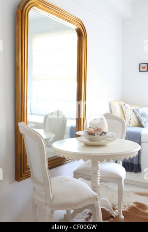 White French style chairs and painted oval table in white ...
